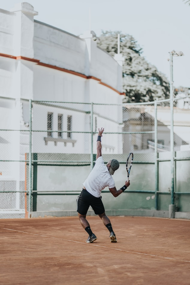 #54 テニスのサーブが速くなる秘策は回転と〇〇の前方への移動!